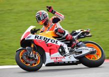 Marquez vince il GP del Regno Unito. Lorenzo e Rossi completano il podio