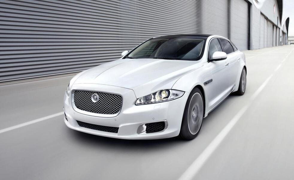 Jaguar XJR (3)