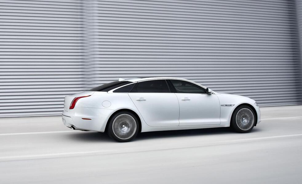 Jaguar XJR (4)