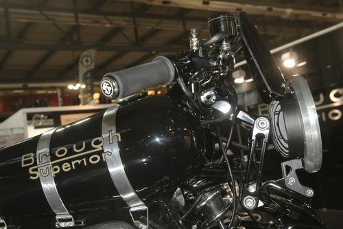 Un dettaglio della sospensione anteriore della Brough Superior
