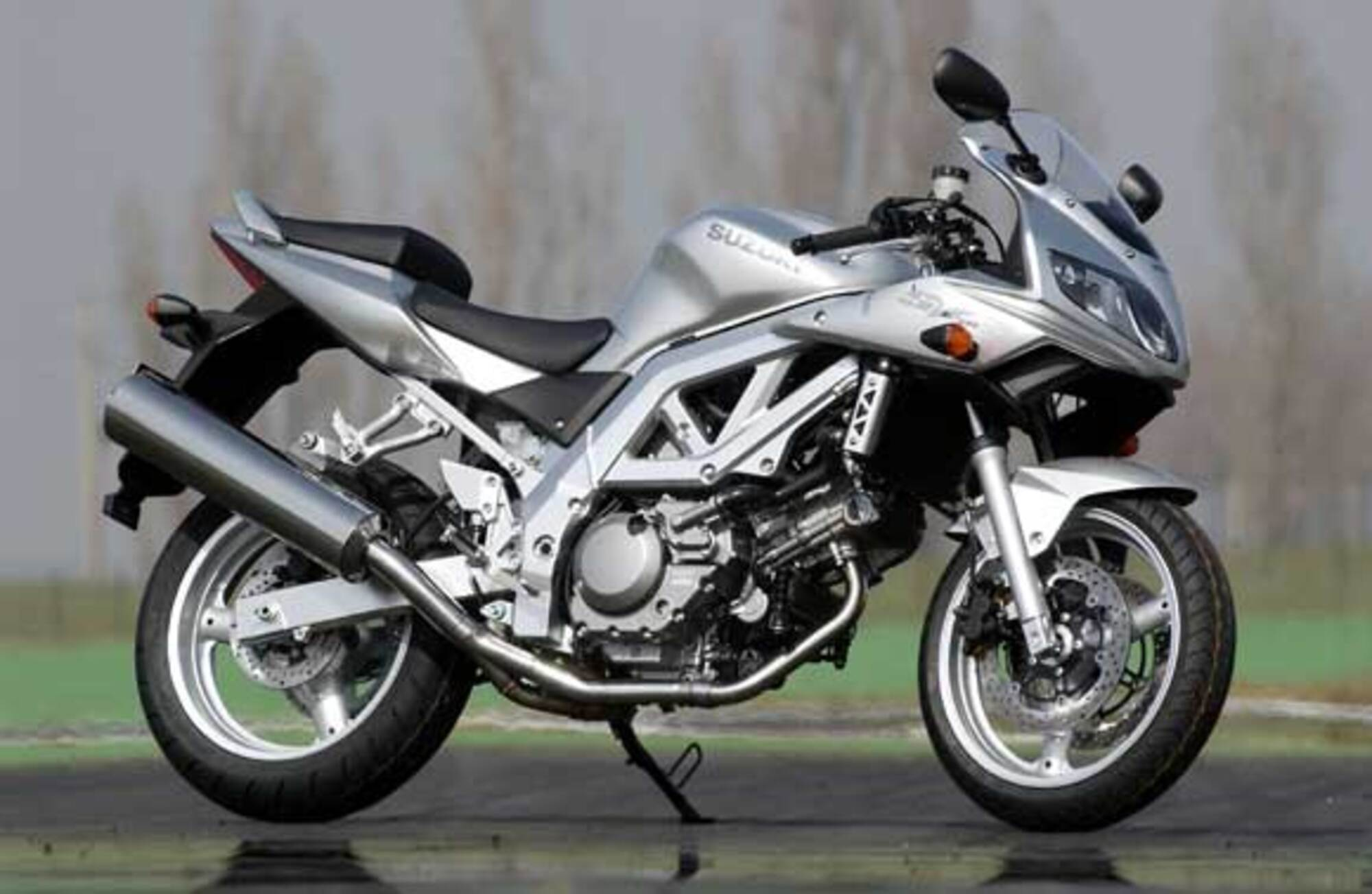Suzuki SV 1000 S, prezzo e scheda tecnica - Moto.it