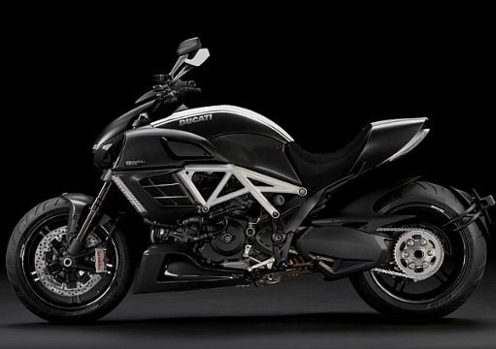 Ducati Diavel AMG (2012) (3)