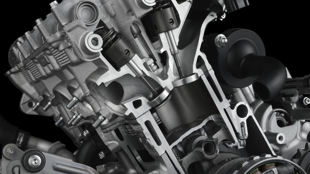 I quadricilindrici di 1000 cm3 delle odierne supersportive (qui il motore della Yamaha R1M) sono autentici capolavori di meccanica in grado di erogare potenze di circa 200 cavalli a regimi di rotazione dell'ordine di 13500 giri/min