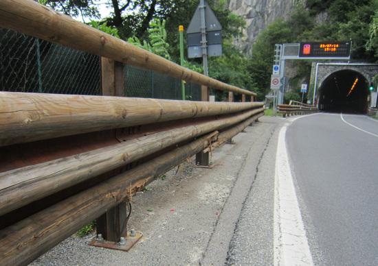 Strada Statale Regina 340 (Lago di Como): schegge impazzite dai guard rail in legno