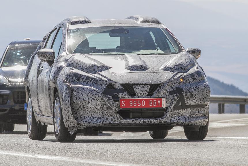 Nuova Nissan Micra, ecco le prime foto su strada
