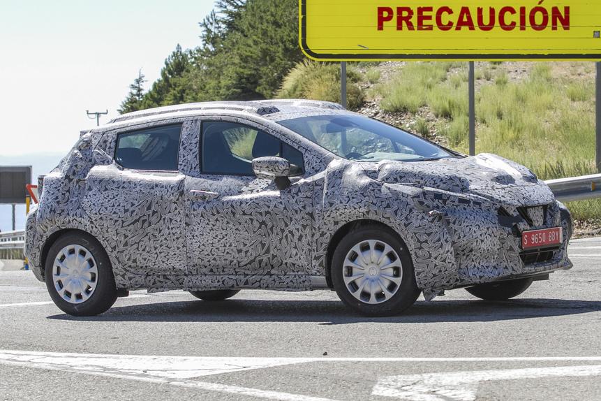 Nuova Nissan Micra, ecco le prime foto su strada (5)