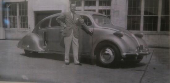John Tjaarda con il suo prototipo funzionante