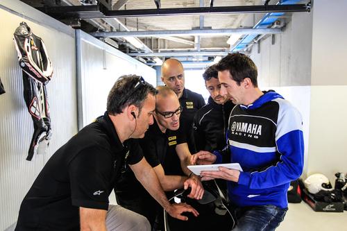 Fabio Mandelli illustra come programmare con il tablet tutti gli aspetti della gestione elettronica della YZF-R1M