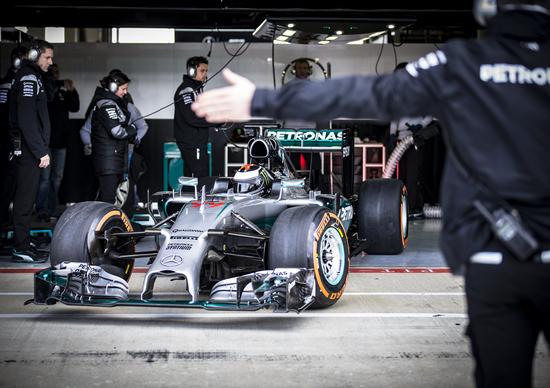 F1, Lorenzo in pista con la Mercedes W05 Hybrid di Hamilton