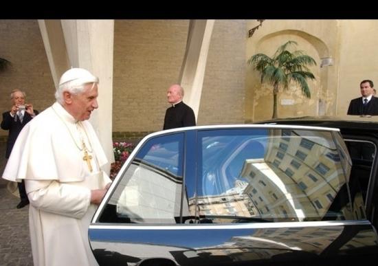 Una Volkswagen Phaeton al Papa
