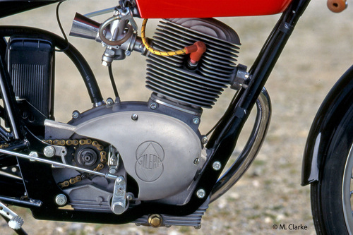 Il motore preparato dai fratelli Frigerio era alimentato da un carburatore Dell'Orto UBS da 24 mm ed erogava 11 cavalli