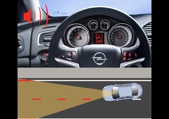 Opel Eye legge i segnali