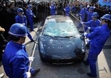 Lamborghini: una Gallardo distrutta per protesta