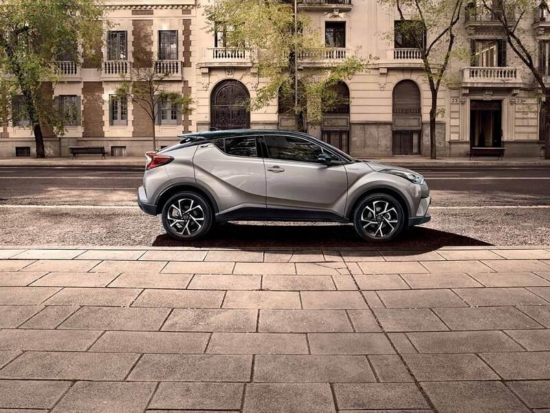 Toyota C-HR (2016->>) (4)