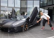 La rugby legend, Jonah Lomu, in visita alla Lamborghini
