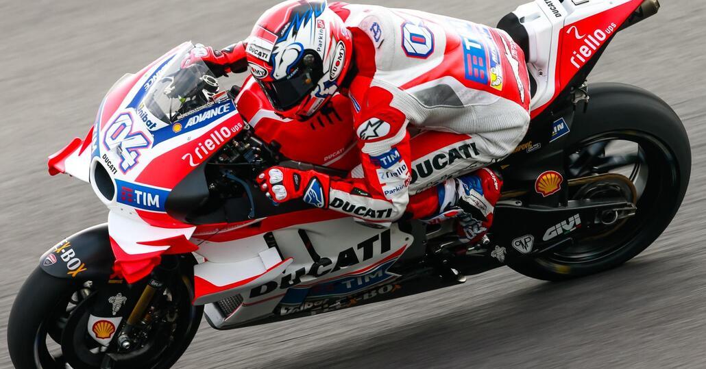 MotoGP. Dovizioso in pole a Sepang. Rossi 2°