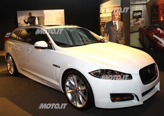 """Jaguar presenta il """"Collector's Garage al Fuorisalone"""