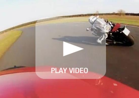 Ducati 1199 Panigale S vs. Audi TT RS: scontro in famiglia