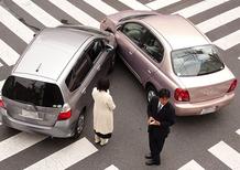 Assicurazioni: il Governo Monti vuole dimezzare il risarcimento alle vittime di incidenti