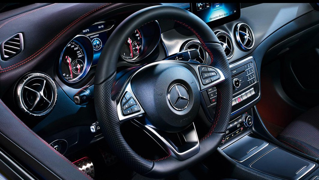 Mercedes-Benz CLA 180 d Automatic Premium Dark Night (4)