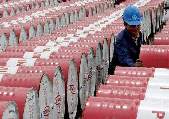 """Petrolio: prezzi in rialzo dopo l'""""accordo di Vienna"""""""