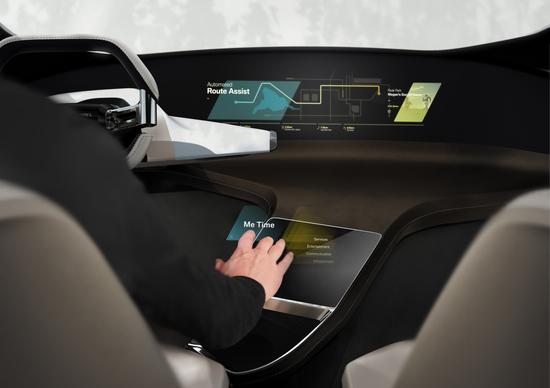BMW, al CES 2017 il concept di un touchscreen virtuale