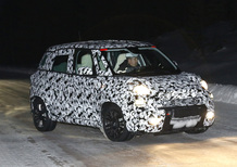 Fiat 500L restyling: beccata sulla neve, ecco le foto spia