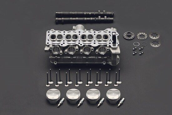 Il motore Suzuki GSX-R 1000 del 2017 con bilancieri a dito e fasatura variabile