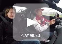 Raikkonen terrorizza i giornalisti sulla Ferrari F12berlinetta