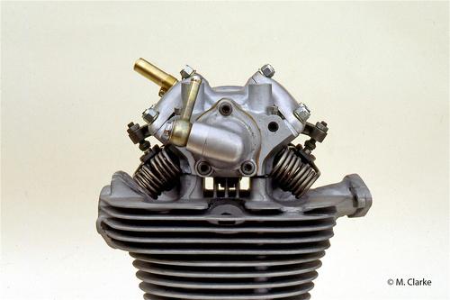 """In questa testa del motore di una Ducati Gran Sport, più nota come """"Marianna"""", si possono chiaramente osservare le molle delle valvole a spillo, lavoranti allo scoperto. Una scelta usuale, per i motori di alte prestazioni dell'epoca"""