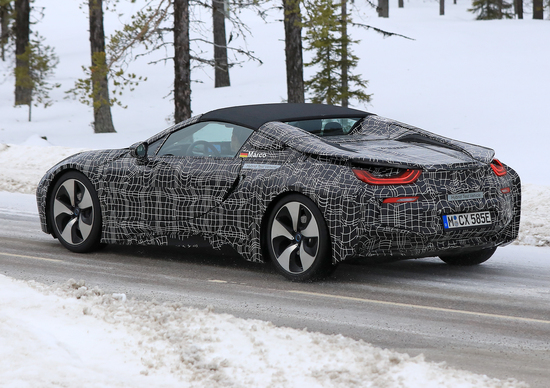BMW i8 Spyder: spy shots