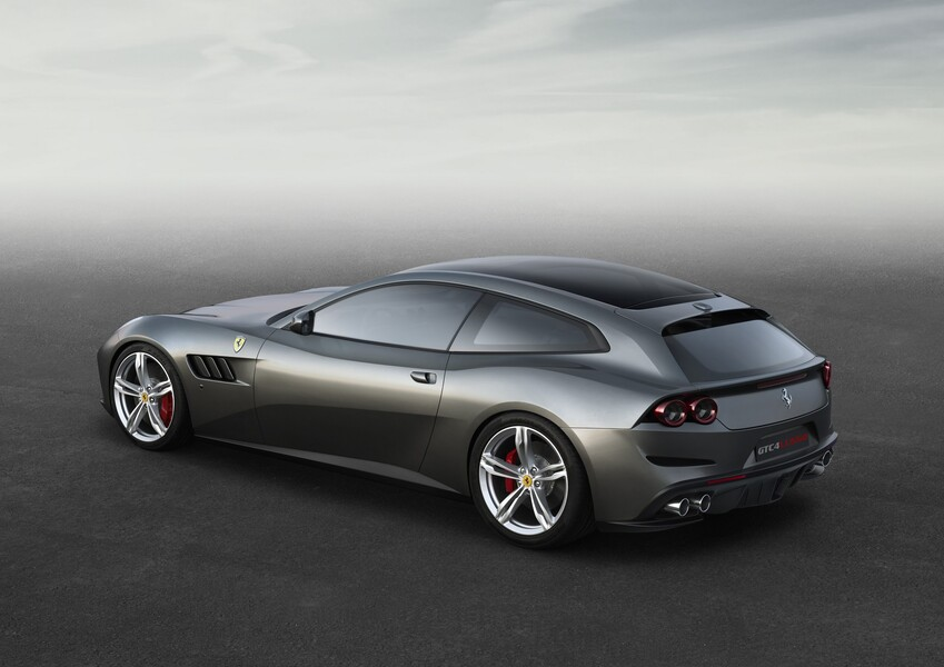 Ferrari GTC4Lusso Coupé (2)